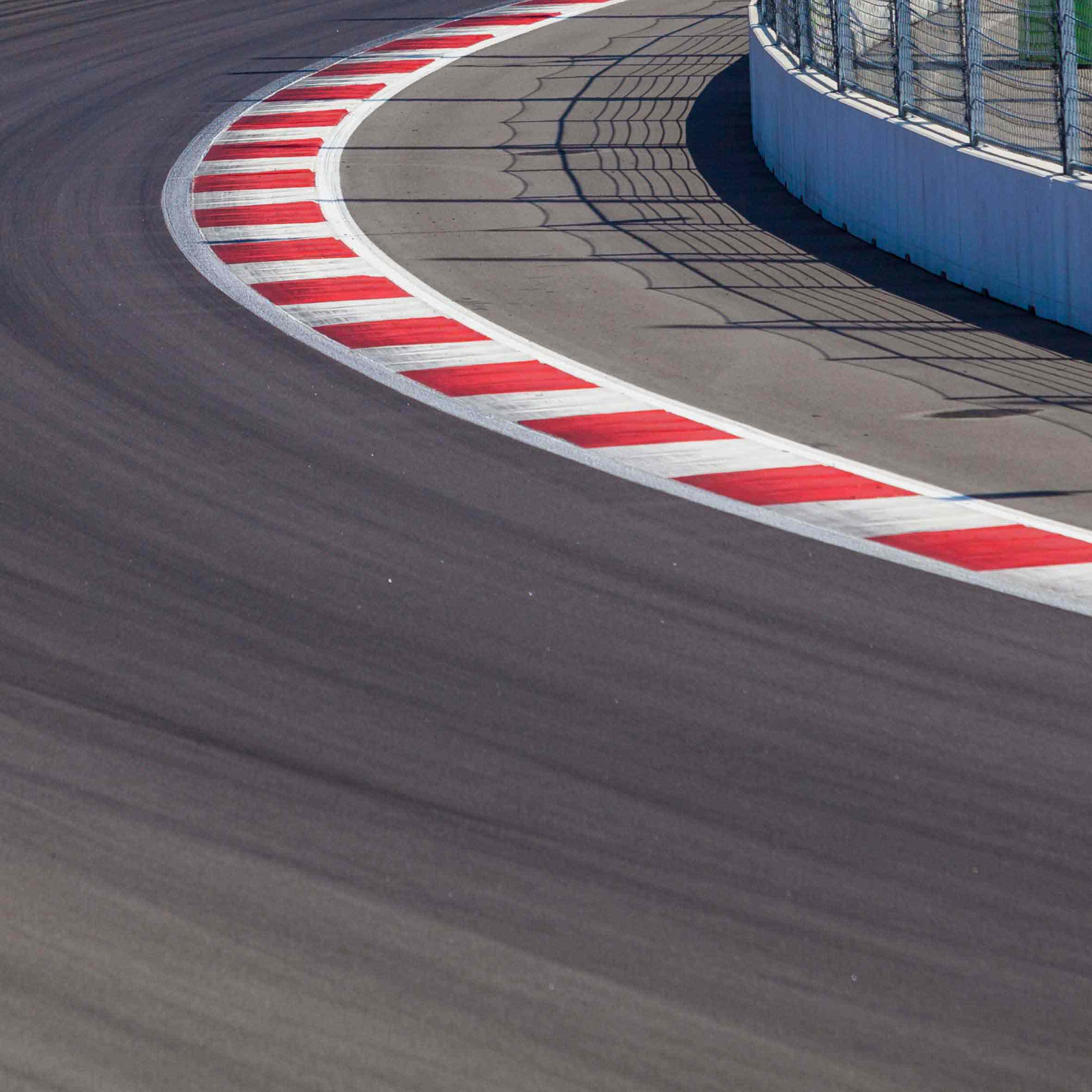 An empty racetrack is similar to those that the customers of Speedway Motors use to race their cars